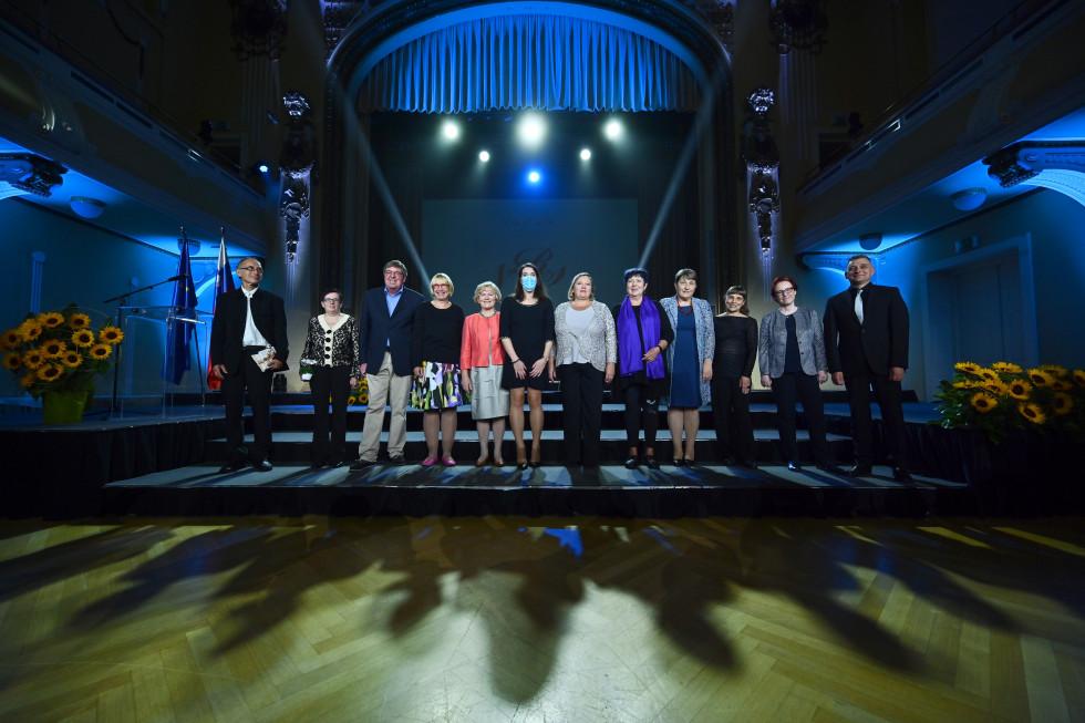 Skupinska fotografija vseh nagrajencev