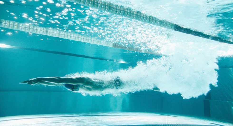 Plavalec pod vodo.