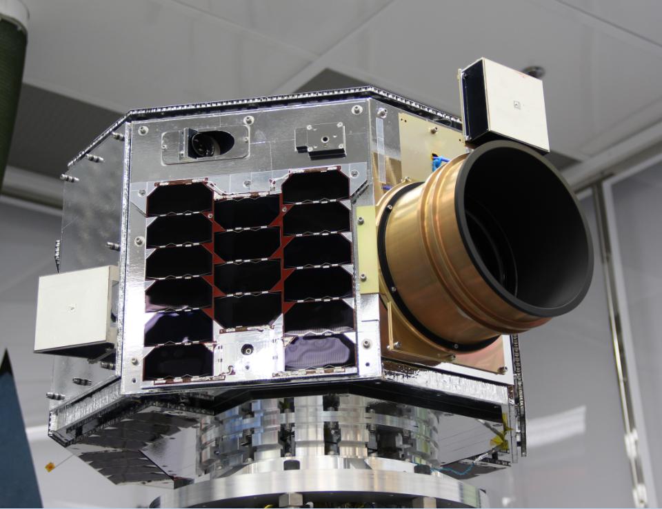 Satelit NEMO-HD