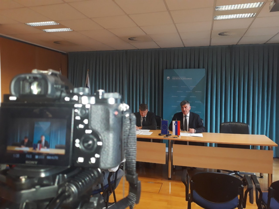 Minister Rudi Medved at the press conference