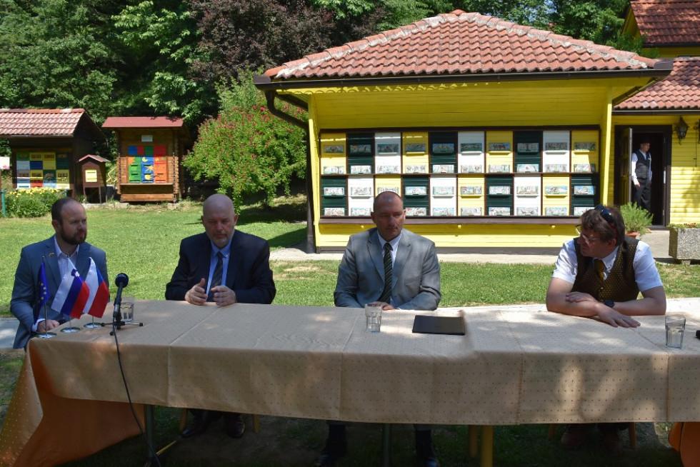 Slovenski in češki minister za kmetijstvo - dr. Podgoršek in Toman ter predsednik ČZS Boštjan Noč na novinarski konferenci