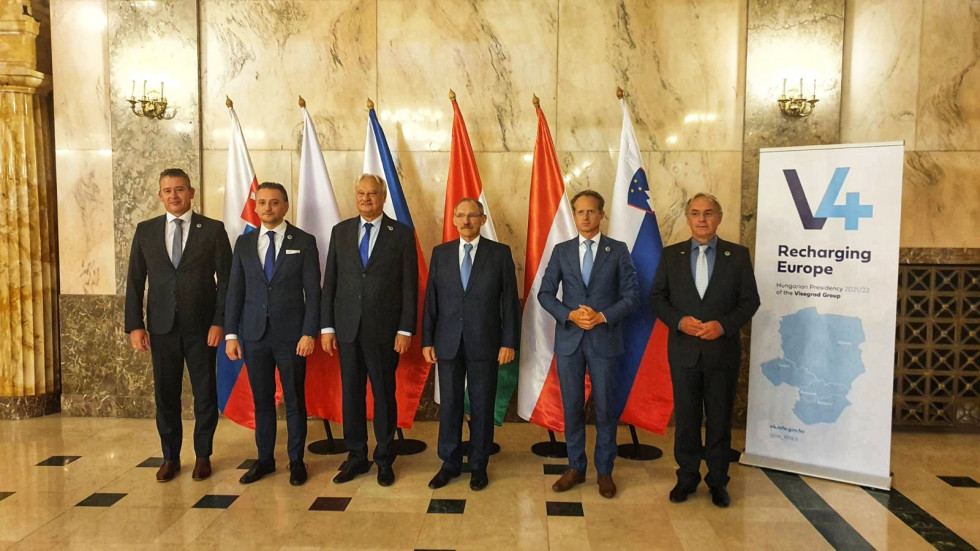 Group photo of ministers. From left to right: Roman Mikulec, Bartosz Grodecki, Jiří Nováček, Sándor Pintér, Aleš Hojs