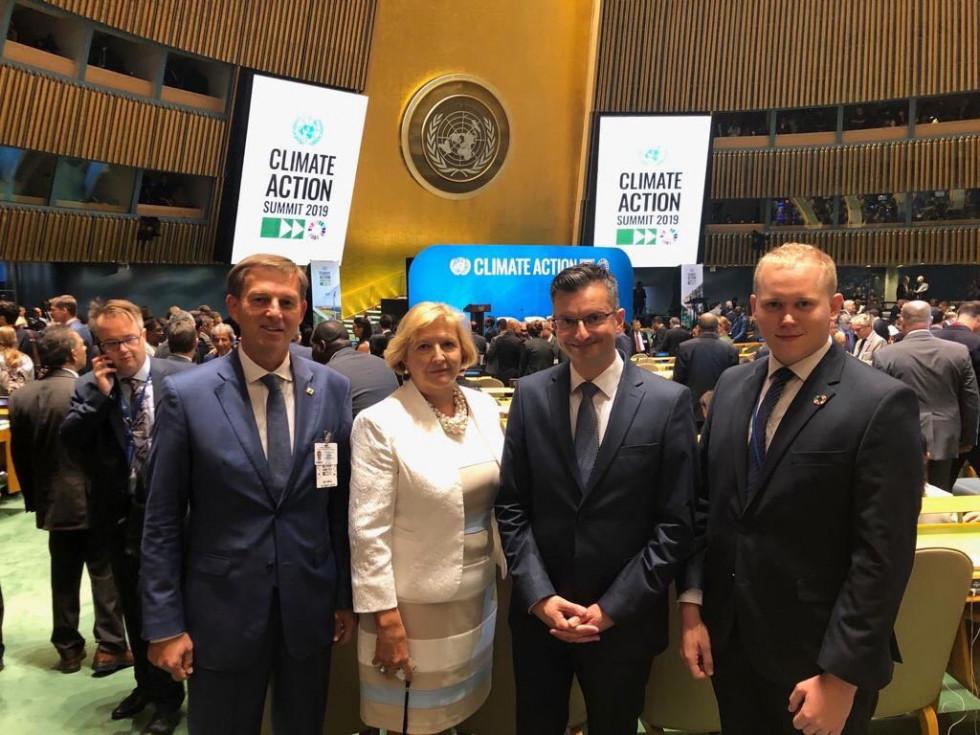 dr. Miro Cerar, veleposlanica Darja Bavdaž Kuret, predsednik Vlade Marjan Šarec in mladinski delegat OZN Patrik Bole