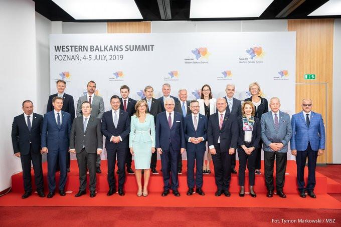 Skupinsko fotografiranje na  ministrskem zasedanju Berlinskega procesa