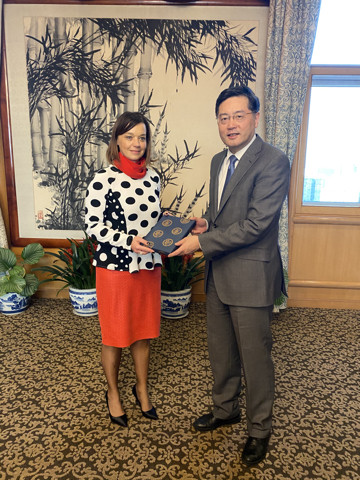 State Secretary Simona Leskovar and Chinese Vice Foreign Minister Qin Gang.