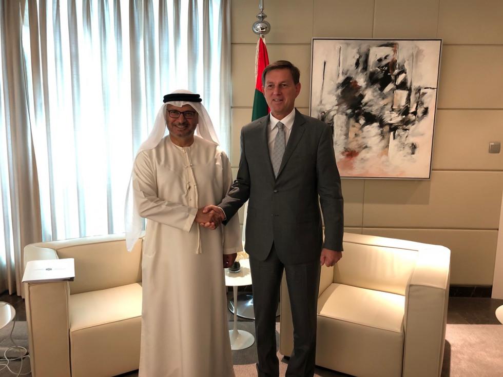 Zunanji minister dr. Miro z državnim sekretarjem za zunanje zadeve dr. Anwarjem bin Mohammed Gargashom