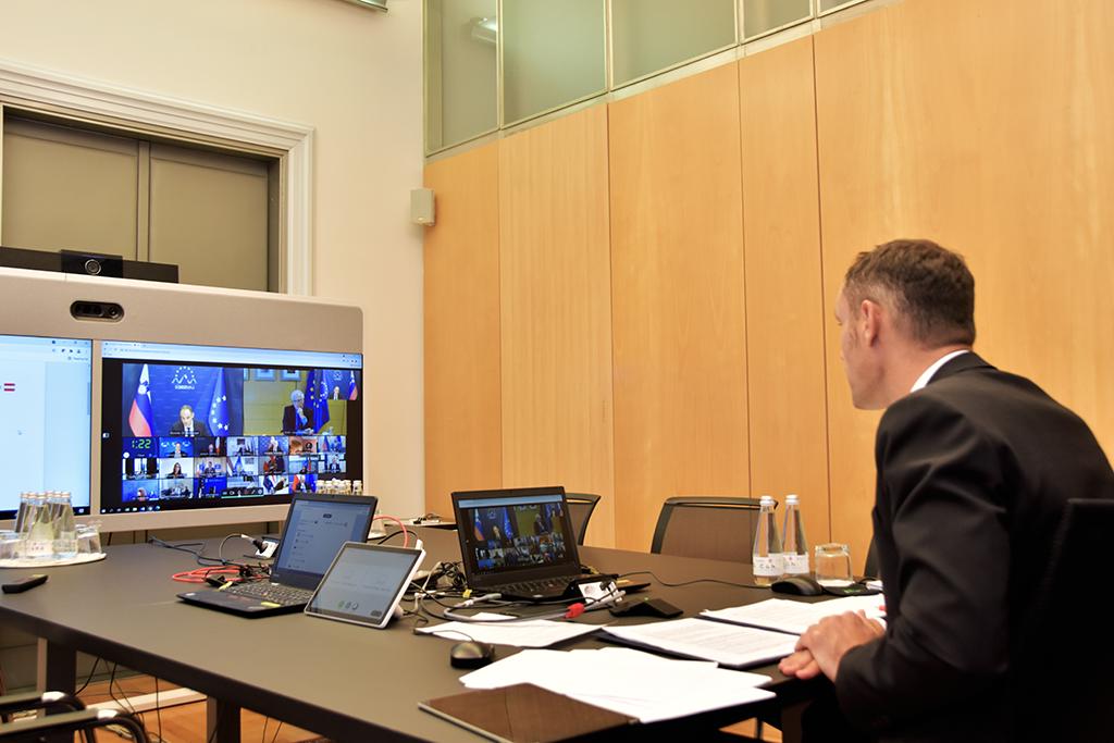 med avdio-video konferenco