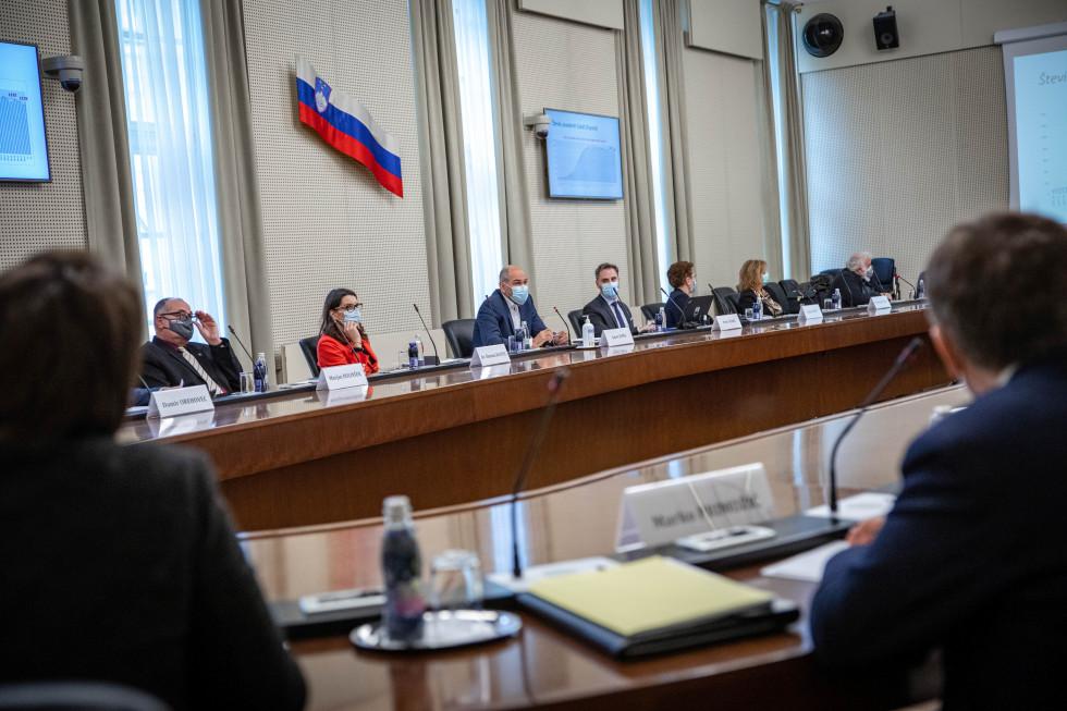 Predsednik vlade Janez Janša se je danes sestal s predstavniki vzgojno-izobraževalnih ustanov