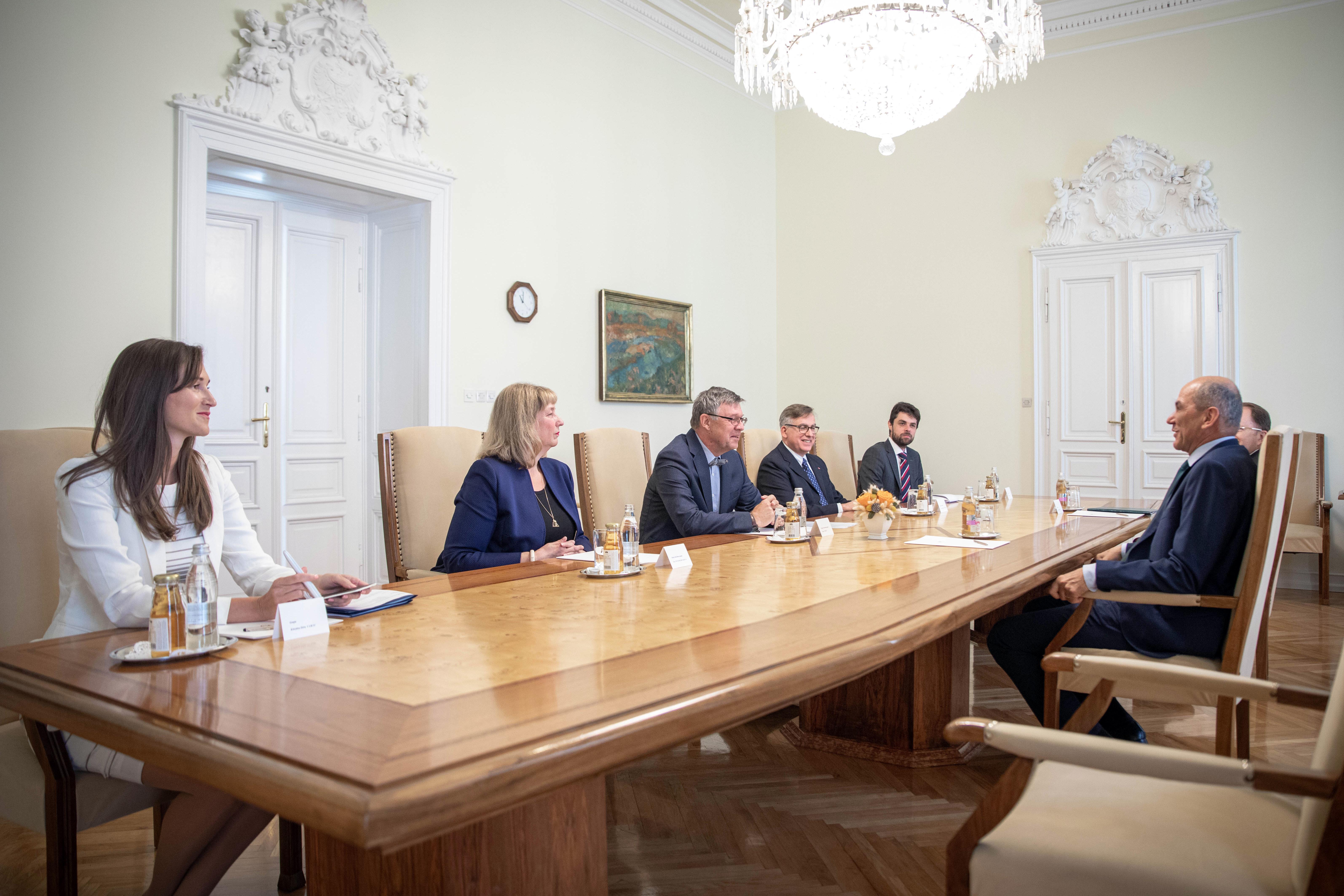 Srečanje predsednika vlade Janeza Janše z veleposlaniki držav višegrajske četverice