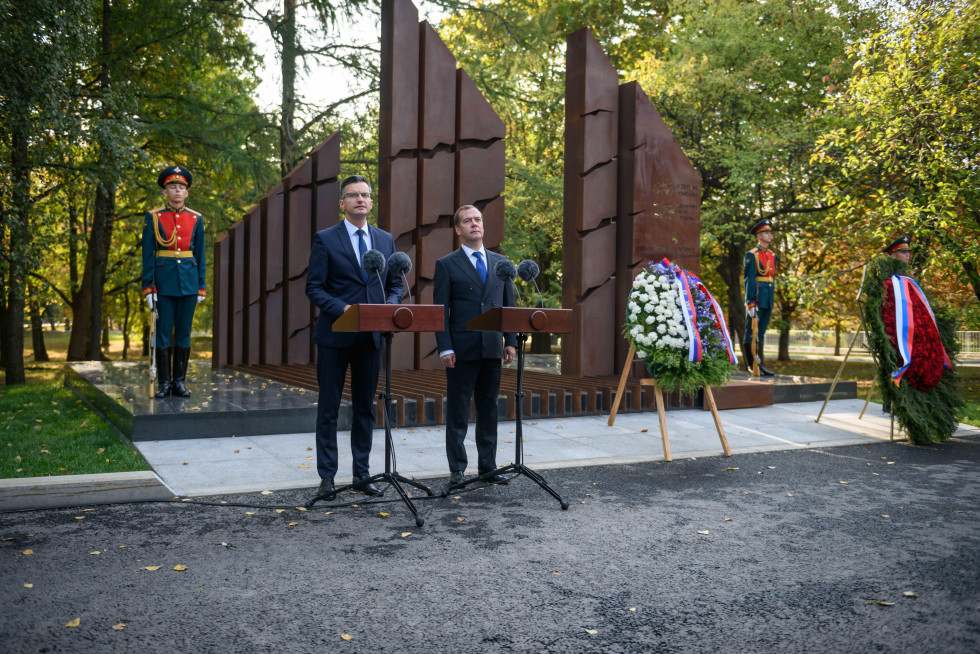 Slovenian prime minister Marjan Šarec unveiled a memorial to Slovenian victims of both world wars