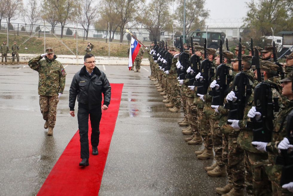Prime minister travelled to Kosovo, where he met with members of the Slovenian contingent at the NATO HQ in Priština