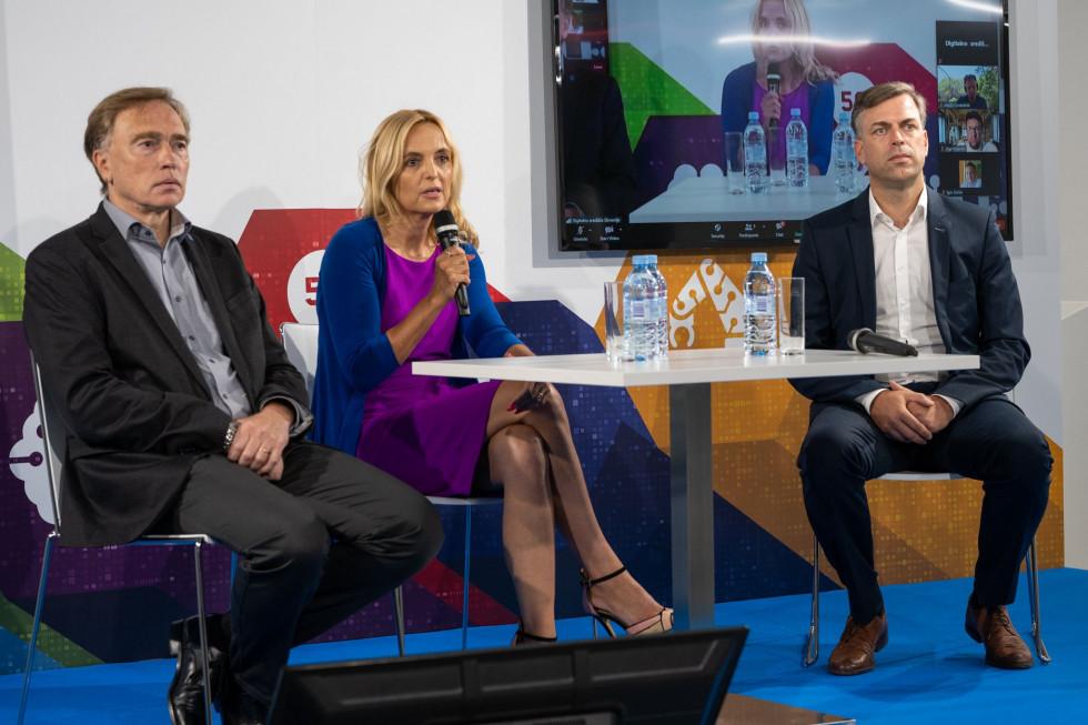 Novinarska konferenca z naslovom Nujni prvi korak k digitalni in zeleni Sloveniji.