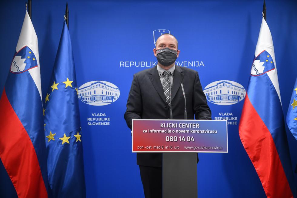 dr. Jože Podgoršek za govornico v vladnem tiskovnem središču
