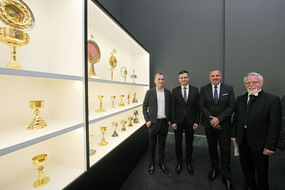 Prime Minister attended an exhibition of Plečnik's chalices and other liturgical objects in the Vatican Museums.