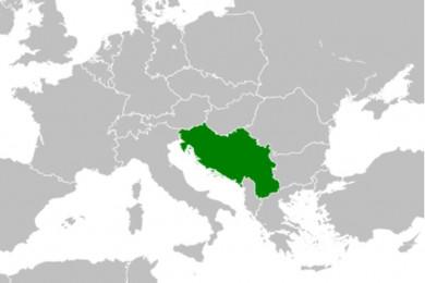 Zemljevid Evrope v sivi barvi, Jugoslavija je izpostavljena z zeleno barvo.