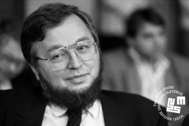 profilna slika ministra za gospodarstvo Andreja Ocvirka