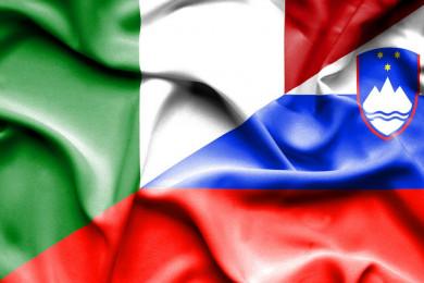 Zastavi Italije in Slovenije.
